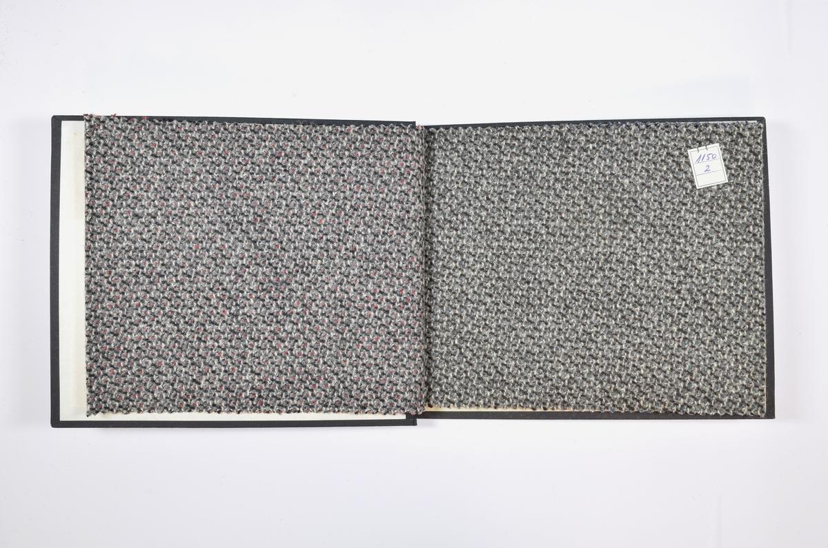 Rektangulær prøvebok med 4 stoffprøver. Relativt tykke melerte stoff med prikker og lignende. Stoffene er merket med en firkantet papirlapp, festet til stoffet med metallstifter, hvor nummer er påført for hånd.   Stoff nr.: 1150/1, 1150/2, 1150/3, 1150/4.