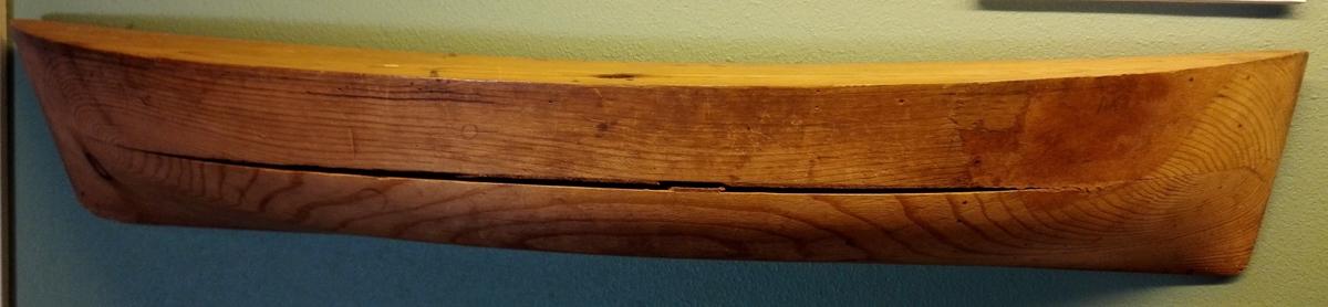 Form: 1/2 båtskrog Halvmodell av skroget til flakeskute..