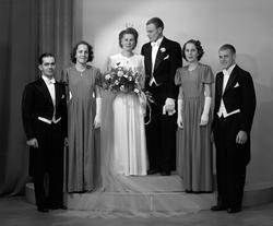 Brudpar Fritz Holmström, Gåsholma, Axmarby. 31 december 1945