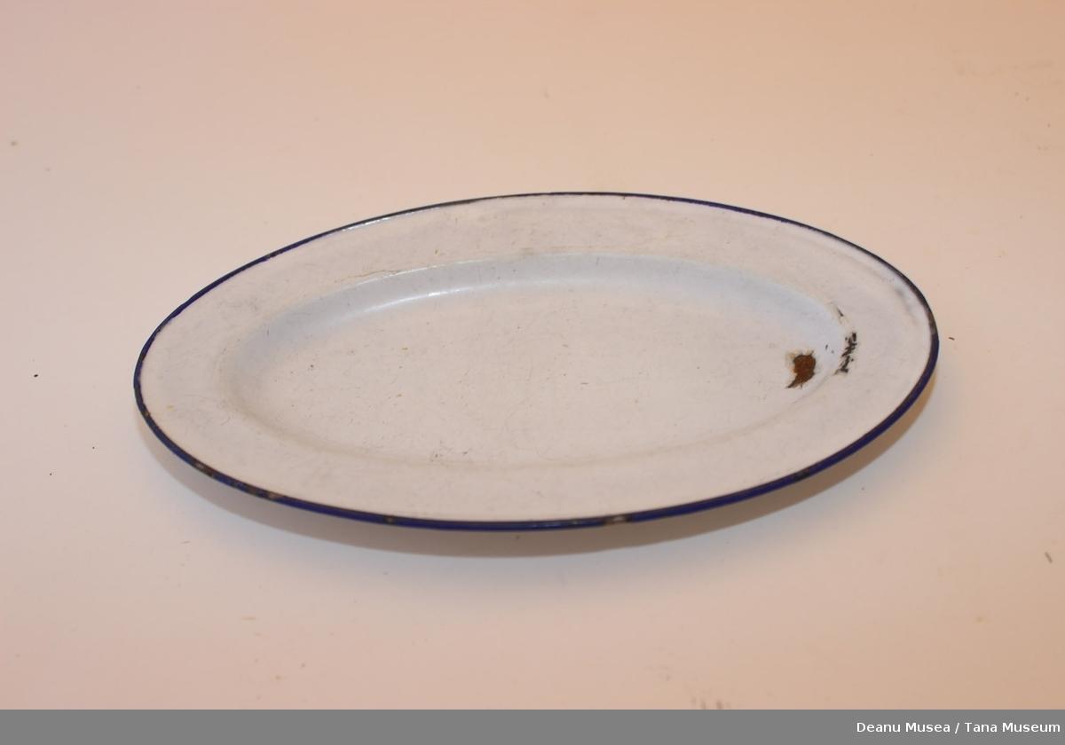 Ovalt fat i metall, hvit emaljert og blå kant stripe.