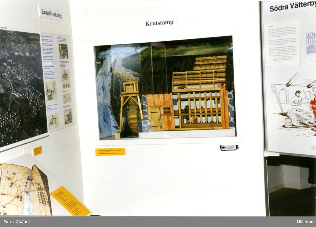Försvarshistoriska muséet, Jkpg. Utställn.monter, krutstamp.