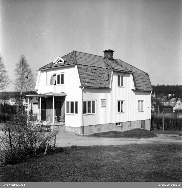 Slaktare J. P. Mobergs ena hus på Medborgargatan 15 (Riddargatan) i västra Skönsberg. Här och på granntomten (13) drevs slakteri och åkeri.