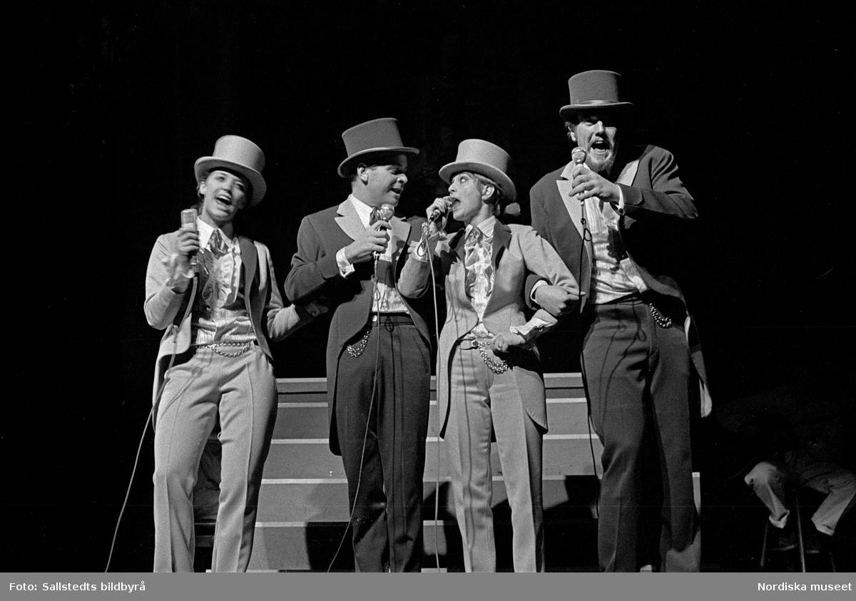 Svante Thuresson, Lasse Lönndahl, Siw Malmkvist och Barbro Lill-Babs Svensson. uppträder under namnet