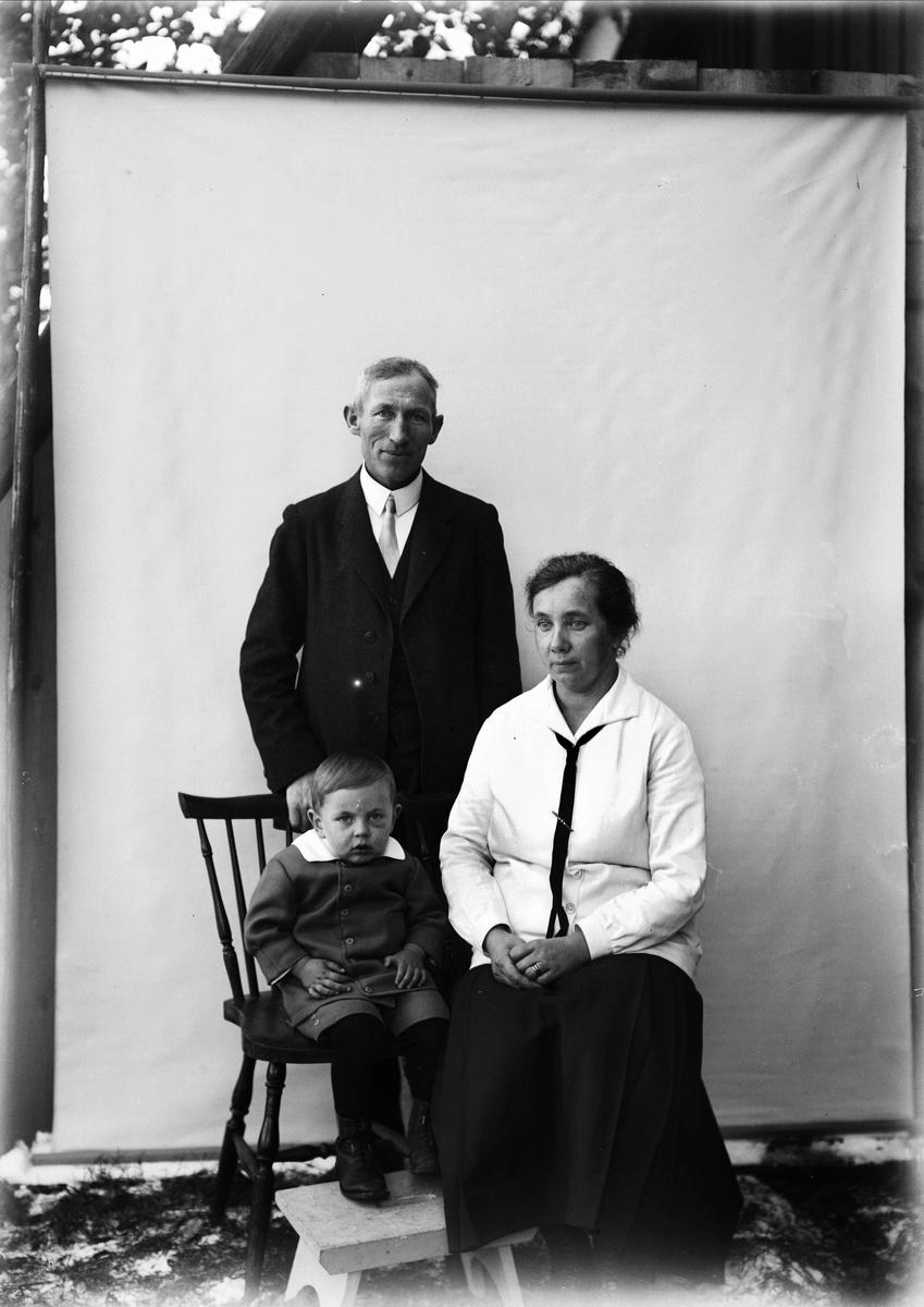Tora, John och Tore Alinder, Sävasta, Altuna socken, Uppland 1926