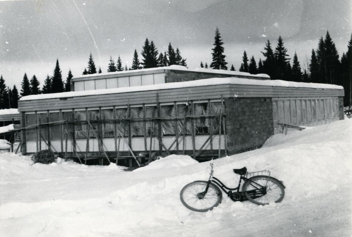 Hedalen barne- og ungdomsskole, under bygging.