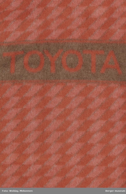 Setetrekk med lomme for seterygg påsydd to strikker Små romber Logo Toyota