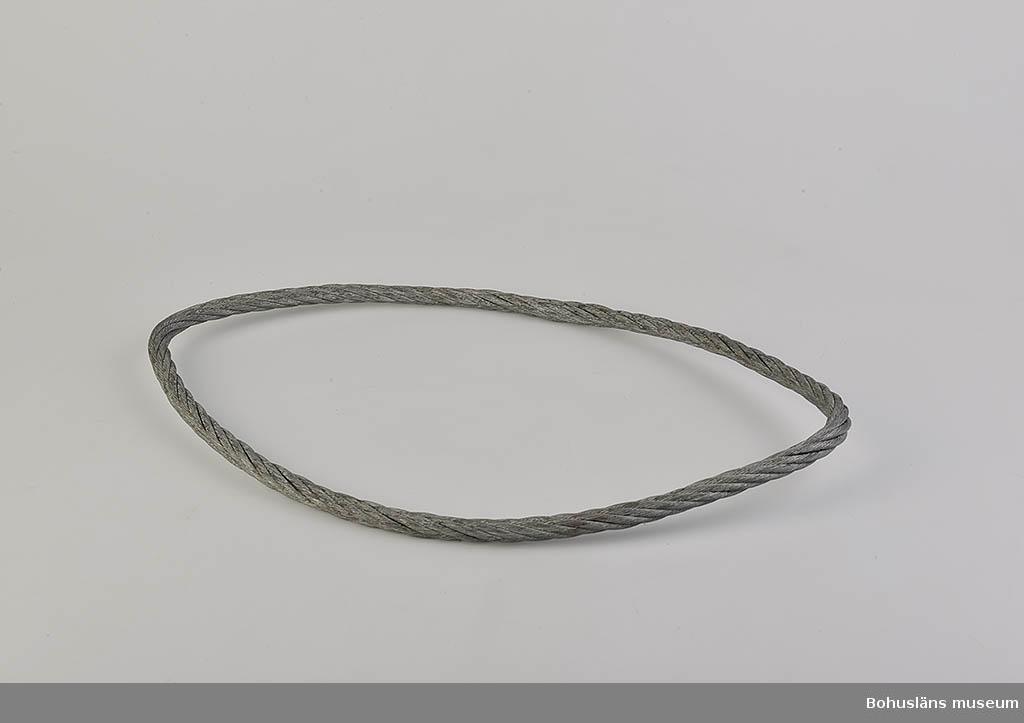 594 Landskap BOHUSLÄN  Wajern är tvinnad till en ring. ::