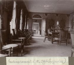 Samlingsrummet i officersbyggnaden.
