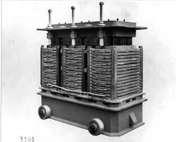 Modell av den første typen trafoer fra maskinfabrikken Oerli