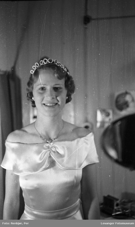 Kåring,kroning av Nord-Trøndelags prinsessen under byjubileet i 1936.