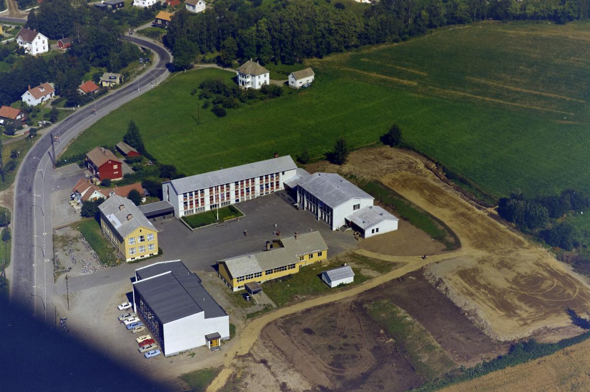 Lillehammer, Søre Ål. Årette Ungdomsskole (tidligere Fåberg Realskole, Fåberg Framhaldsskole)