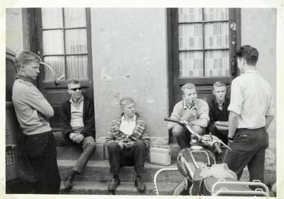 Ung på Enerhaugen. Foto/Photo