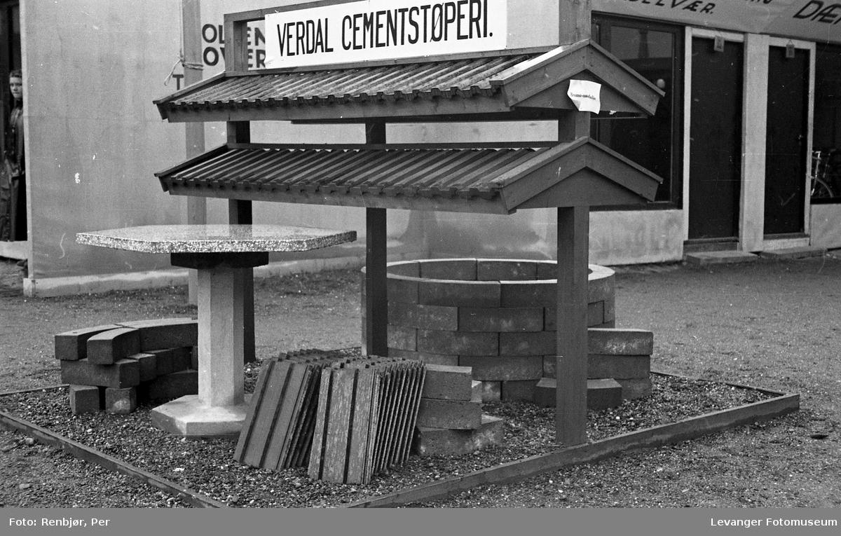 Fra utstillingen om høsten under byjubileet i 1936, Verdal cementstøperi.