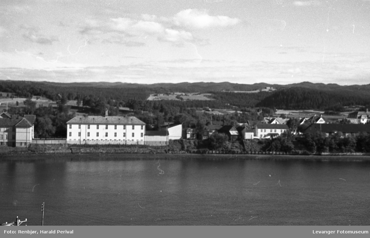 Fra Levangersundet, utsikt mot Byskolen.