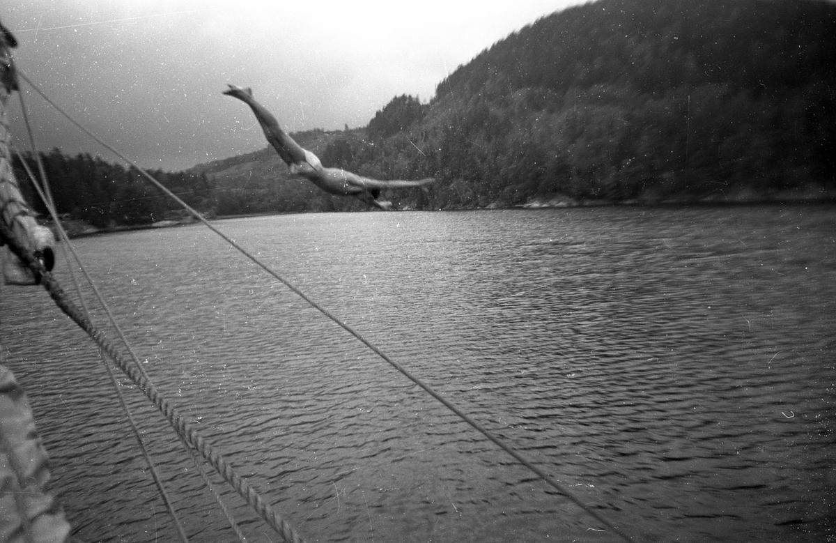 """SS """"SVANEN"""" tokkt i 1982. Livet ombord"""