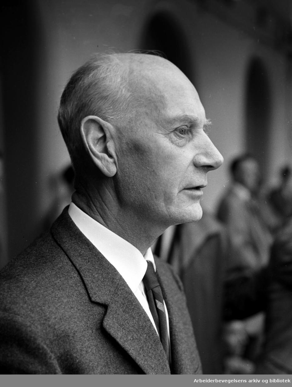 Statsminister Einar Gerhardsen. (1897 - 1987) på Youngstorget, 28 august 1963.