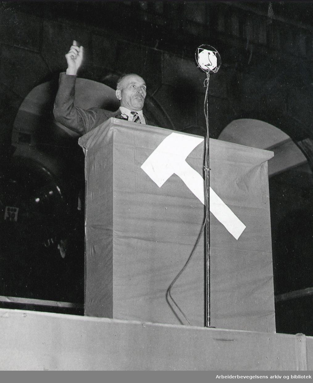 Martin Tranmæl taler på Youngstorget, 1937.