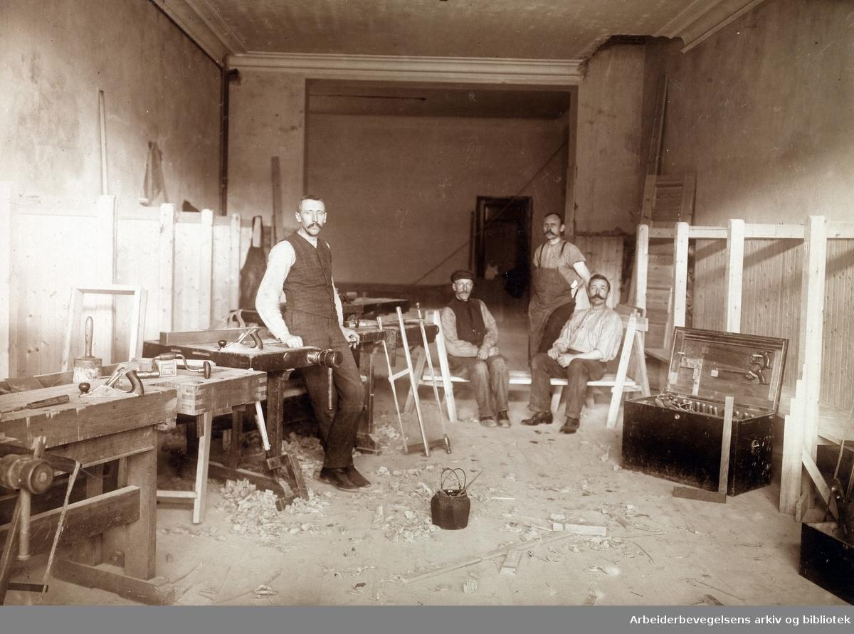 Fra ombyggingen av Folkets Hus på Youngstorget 1907. Bygningssnekker J. Ahlstrøm.