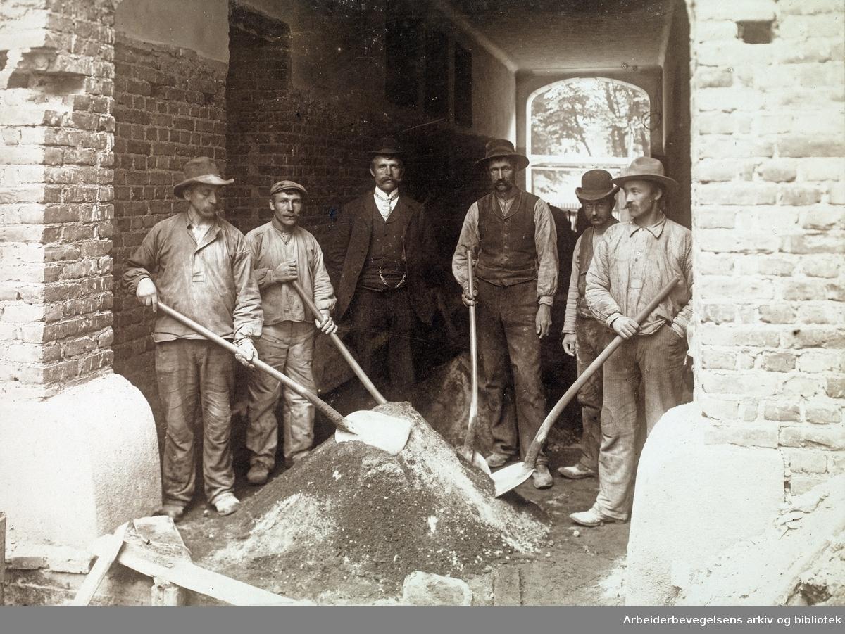 Fra ombyggingen av Folkets Hus på Youngstorget 1907.
