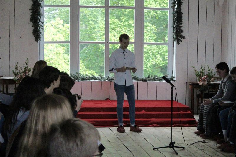 Elev Henrik Andreas Bratli legger frem en visjon for hvordan Eidsvoll 1814 kan gjøres til en viktig arena for unge før Stortingsvalget i september. Det gis frampek om hva som er i vente til høsten.