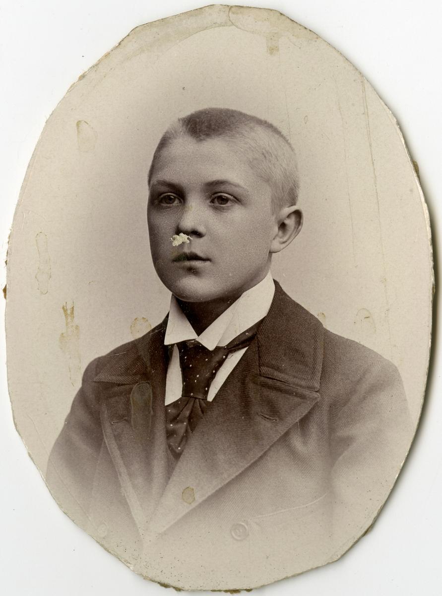 Porträtt av C.G. Lindevall vid Stockholms Tyg-, ammunitions- och gevärsförråd.