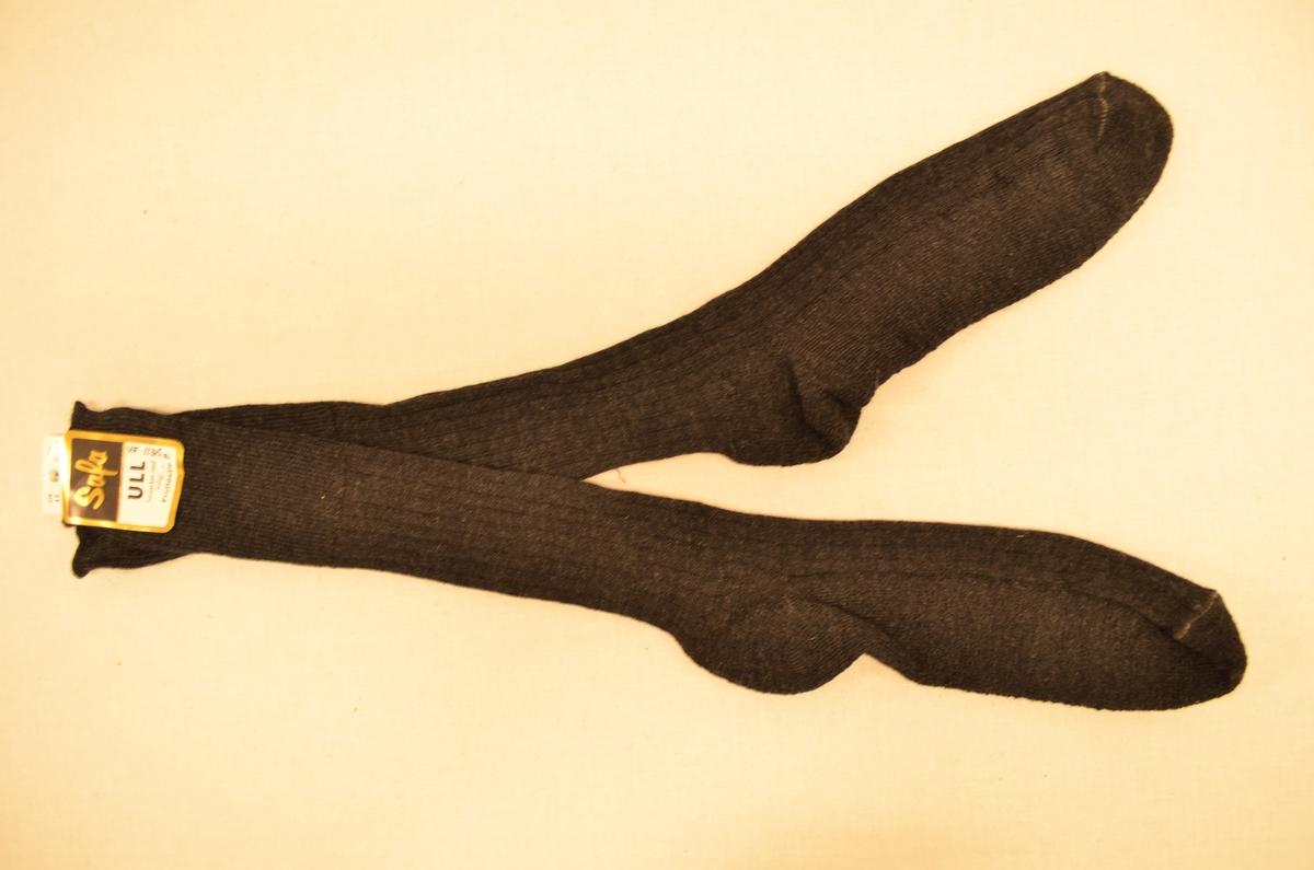 Lange sokker (a+b), mørke grå. Ull/nylon. Maskinstrikket. Safa, str. 11.