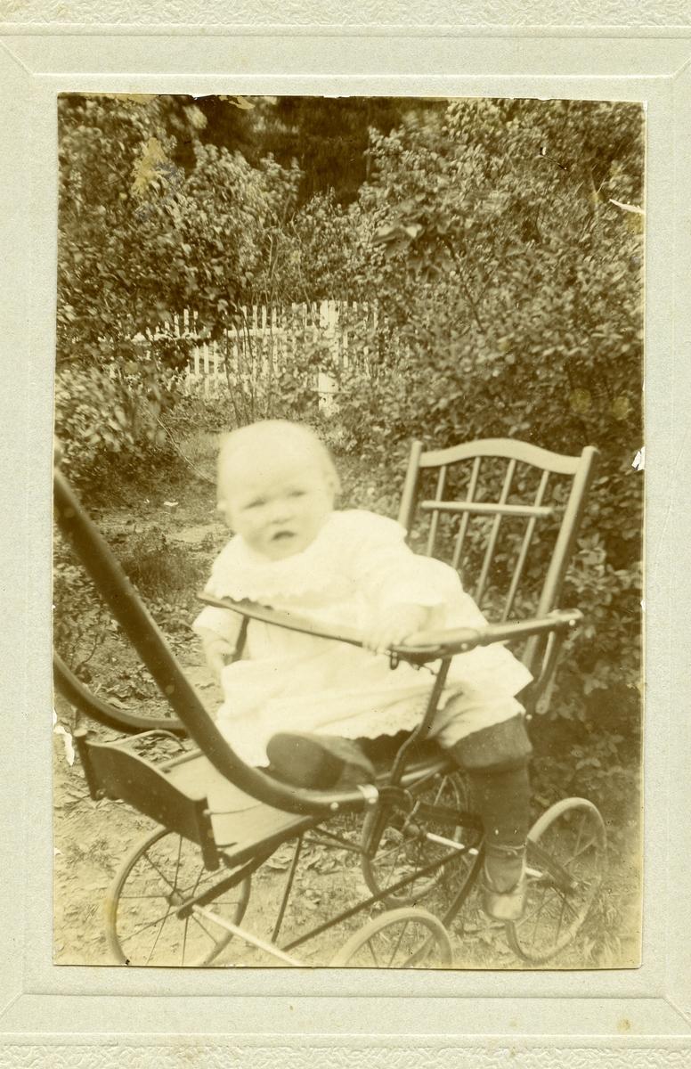 Babyfoto av Ingrid Langedrag.