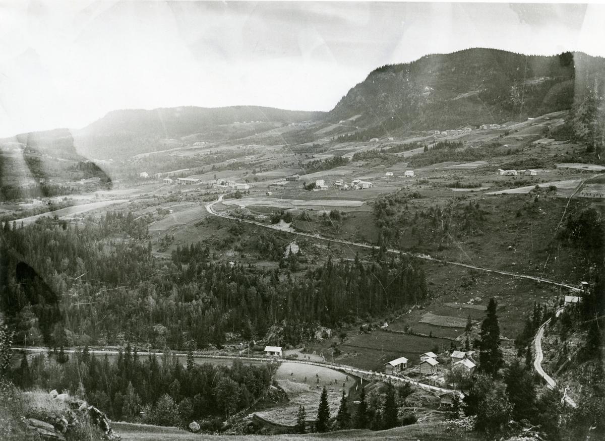 Vestre Bagn før 1900. Foto tatt frå Haugsrud ( berghylle ovanfor Fjellheim ).