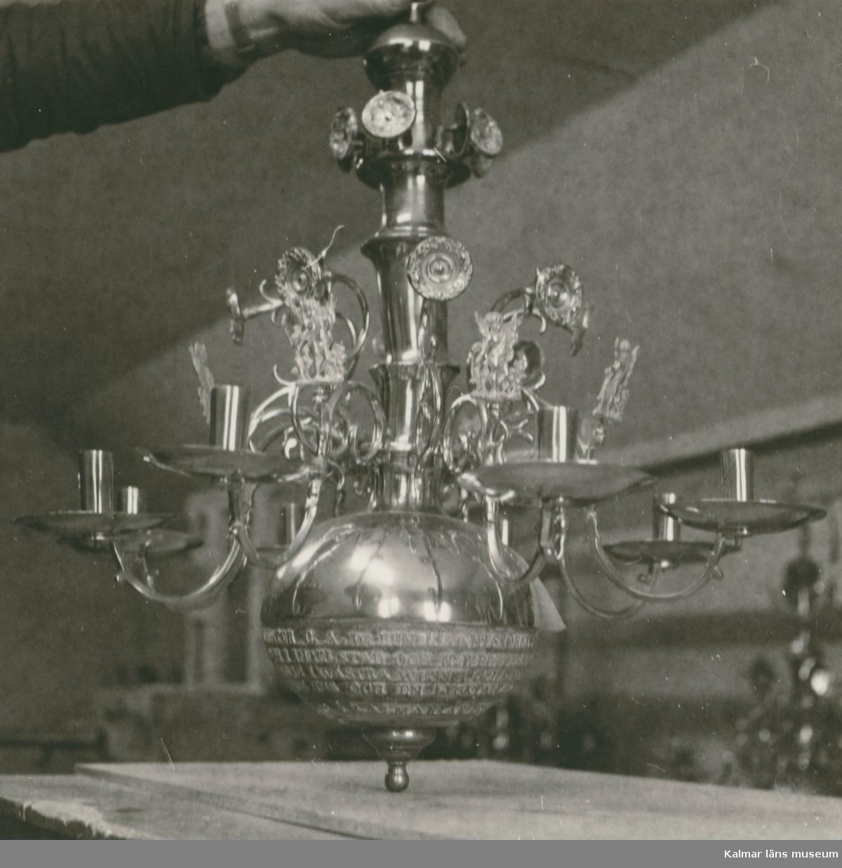 En ljuskrona från Föra kyrka.
