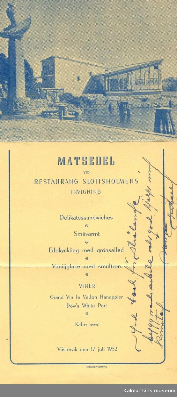 """Restaurang Slottsholmen: Den 15 juni 1950 brann den """"gamla"""" restaurangen ned. Den 18 november påbörjades uppförandet av den nya restaurangen, som invigdes den 17 juli 1952.   För publicering av bilden hänvisas till ägaren via Kalmar läns museum"""