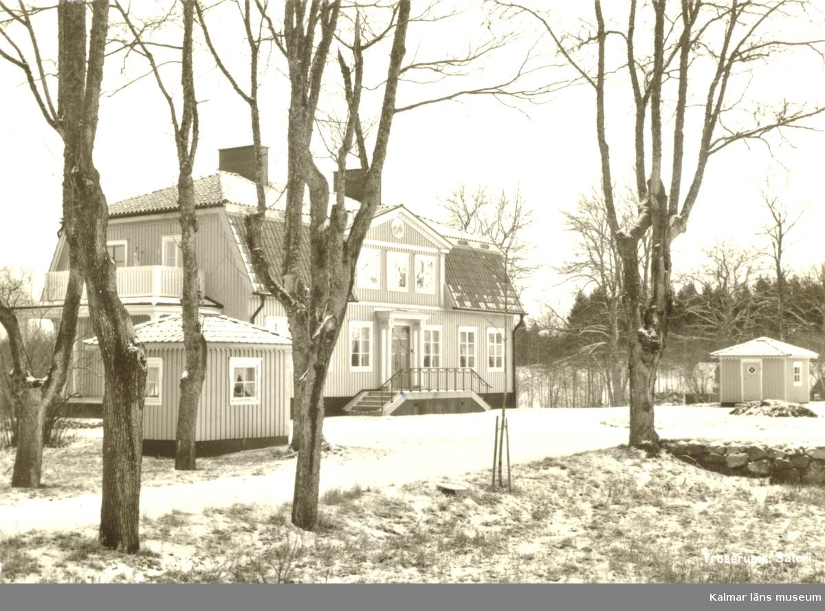 Troserums herrgård. Ägare 1958 var tandläkare. o fru G Synnerstad, Motala.