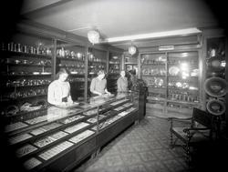 Interiör från Hentzells guldsmedsaffär.
