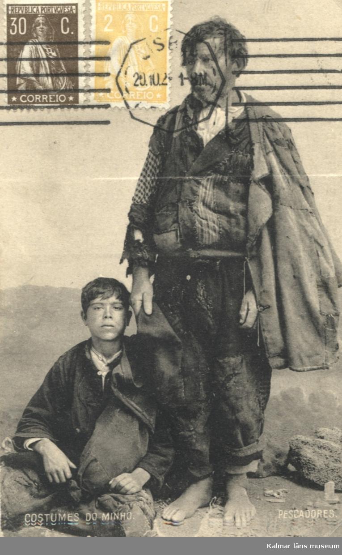 Vykort med två fiskare i provinsen Minho i Portugal.