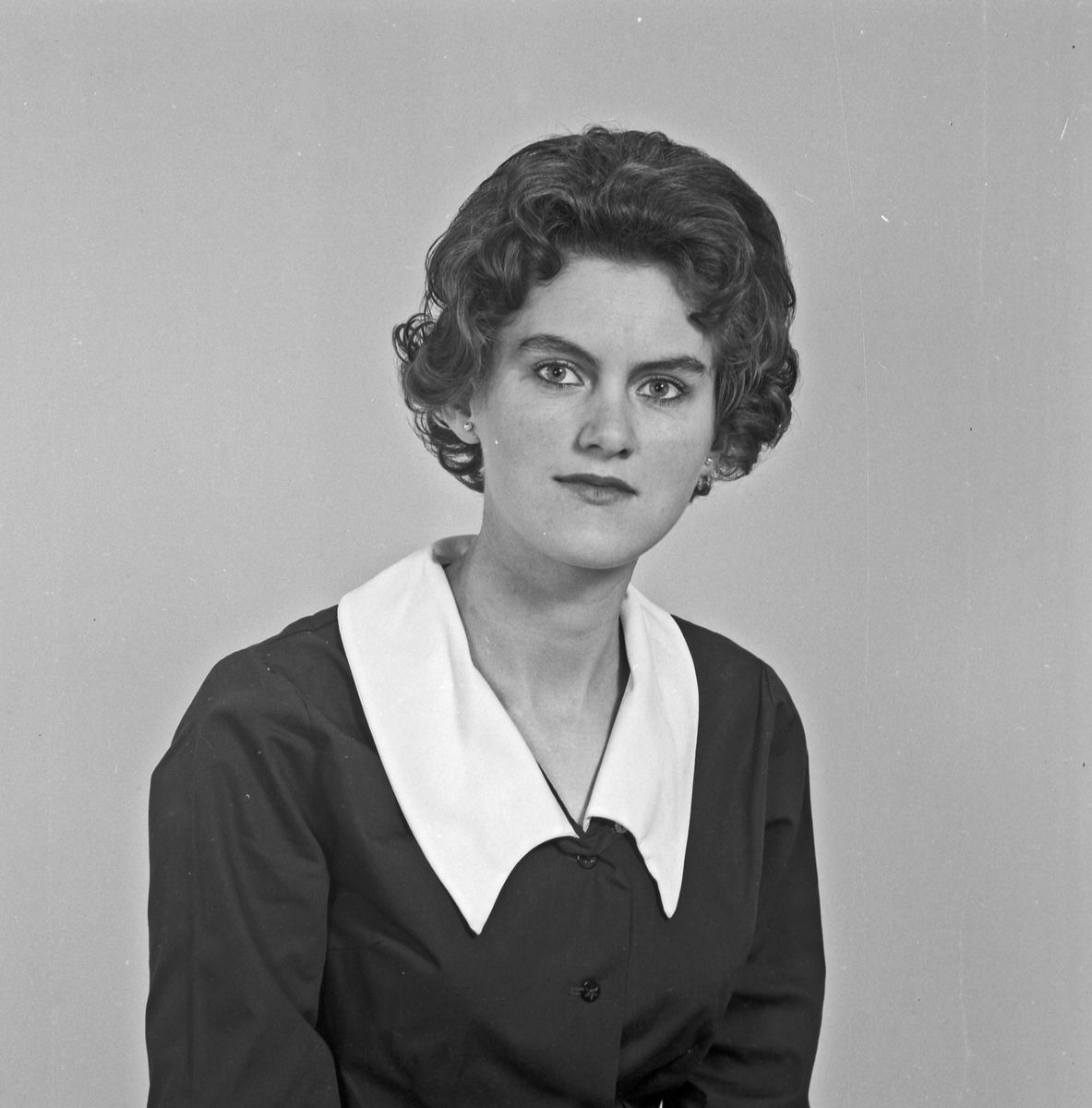 Portrett ung kvinne - bestiller Klara Mosbron