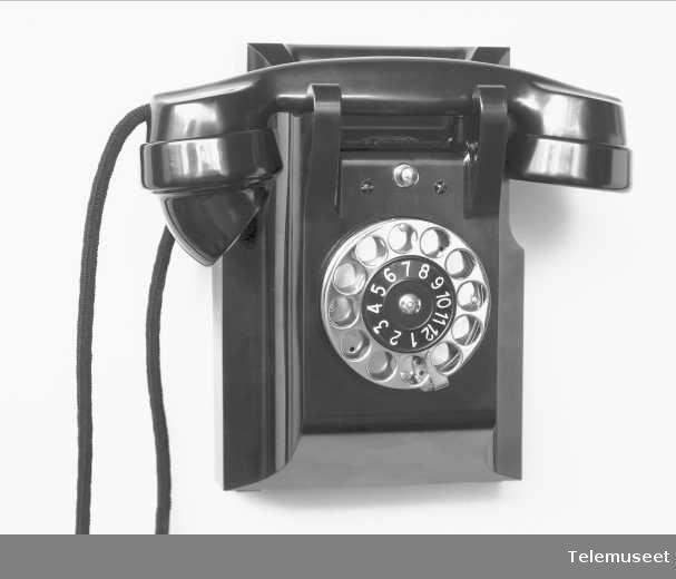 Telefon, veggapparat i bakelitt, lokal med 4 trykknapper og mtlf.liggende, klokke likestrøm, Elektrisk Bureau.