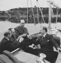 Gösta Åhlén tredje personen från vänster, Roy Hähnel längst