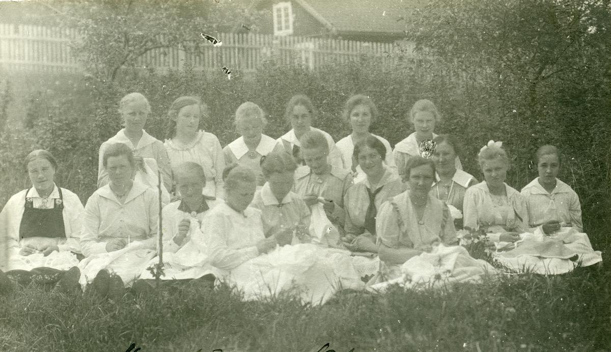 Elever ved Vestoppland folkehøgskule. Jentekurs.