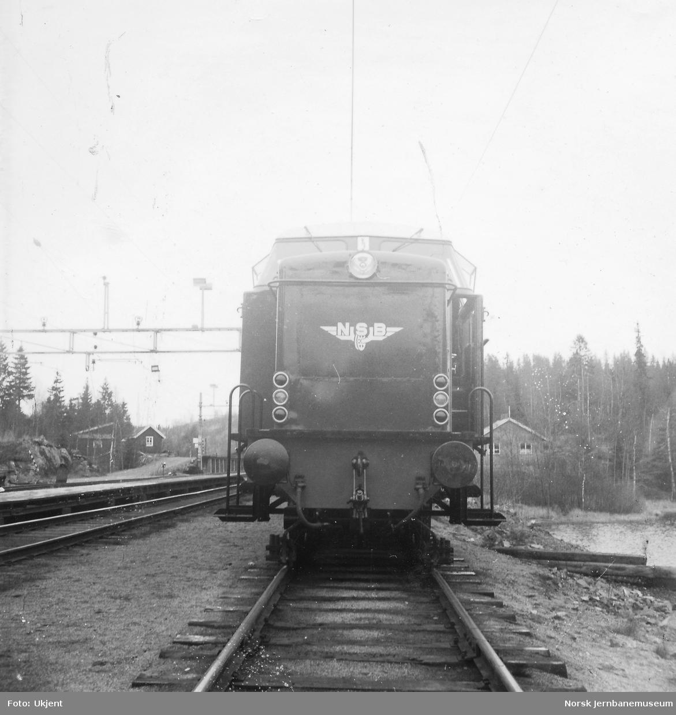 Nytt diesellokomotiv Di 2 811 på prøvetur