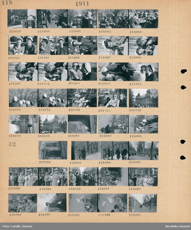 Motiv: (ingen anteckning) ; Gatuvy med studenter och en spårvagn, kvinnor och män med  studentmössor sitter på en uteservering, exteriör av en byggnad, en man och en kvinna med studentmössor vid en klockstapel.  Motiv: (ingen anteckning) ; En man i uniform står i en port, stadsvy med en allé med fotgängare, en folksamling, en man i uniform sitter till häst, ett barn i en skrinda håller en svensk flagga, en lång vedstapel på en gata.