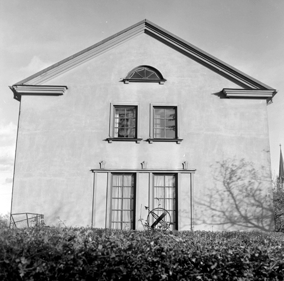 Bildtext: Byggnadsinventering i Skara 1969 - 1971. Kvarteret Lektorn 1. Sturegatan 3, portal mot gatan.