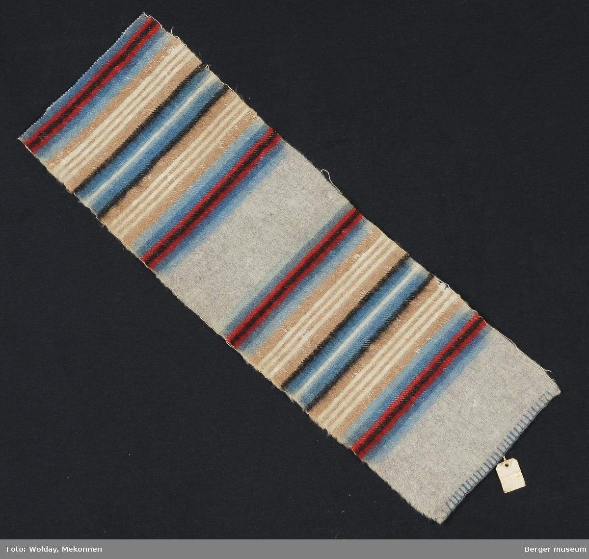 En prøve. Striper i grupper hvor stripene gjentas speilvendt.