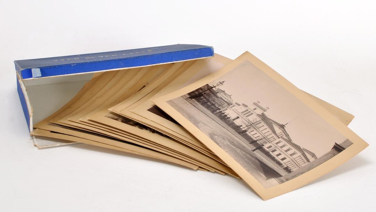 Bildsamling. Blå kartong innehållande 12 vyer från Gävle. Fotografierna är monterade på styv kartong. Fotografierna är tagna av Renard & son under 1900-talets början.  Enligt en annons sålde Renard & Son en bildsvit med 12 st kabinettkort över Gävle år 1892 (Norrlandsposten den 21 december 1892).