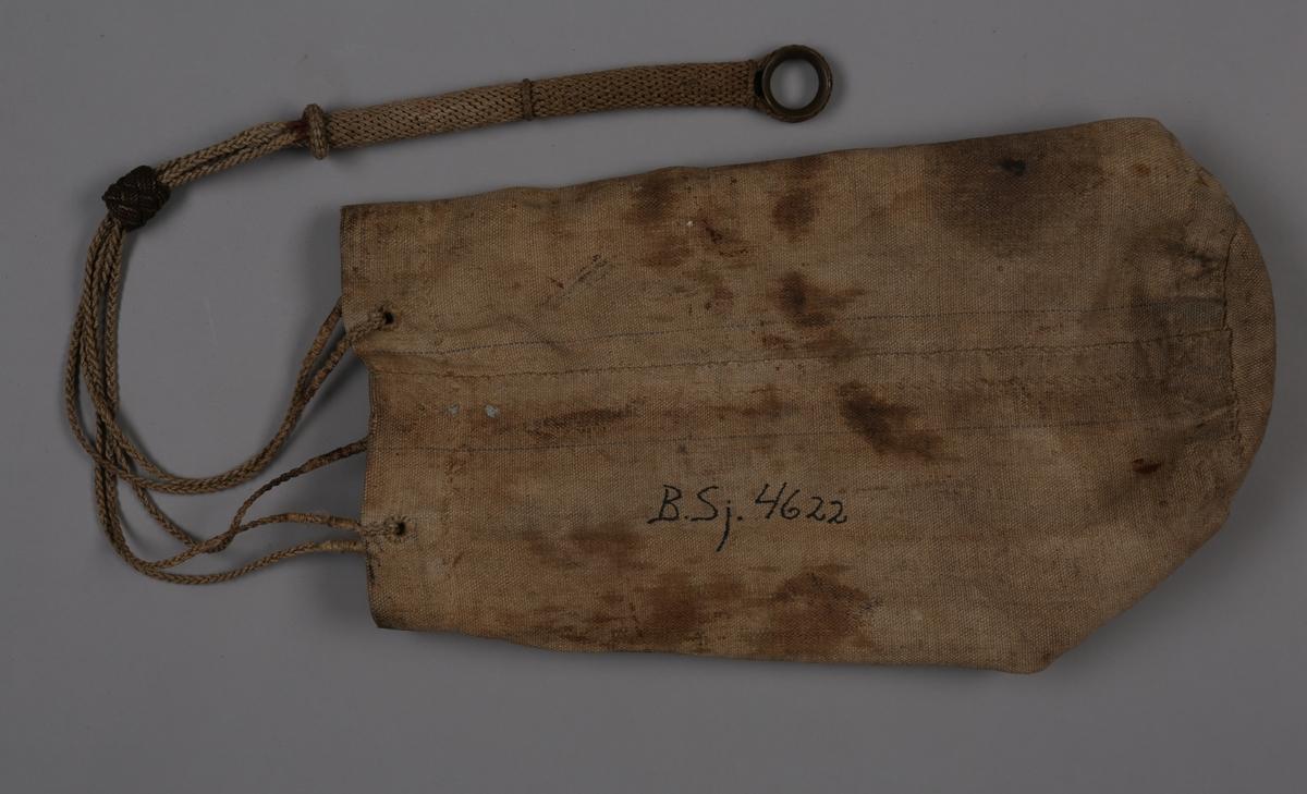 Seilmakerpose i lerret med tauknyttet tropp med fem hull til tau. Posen har en innerlomme.