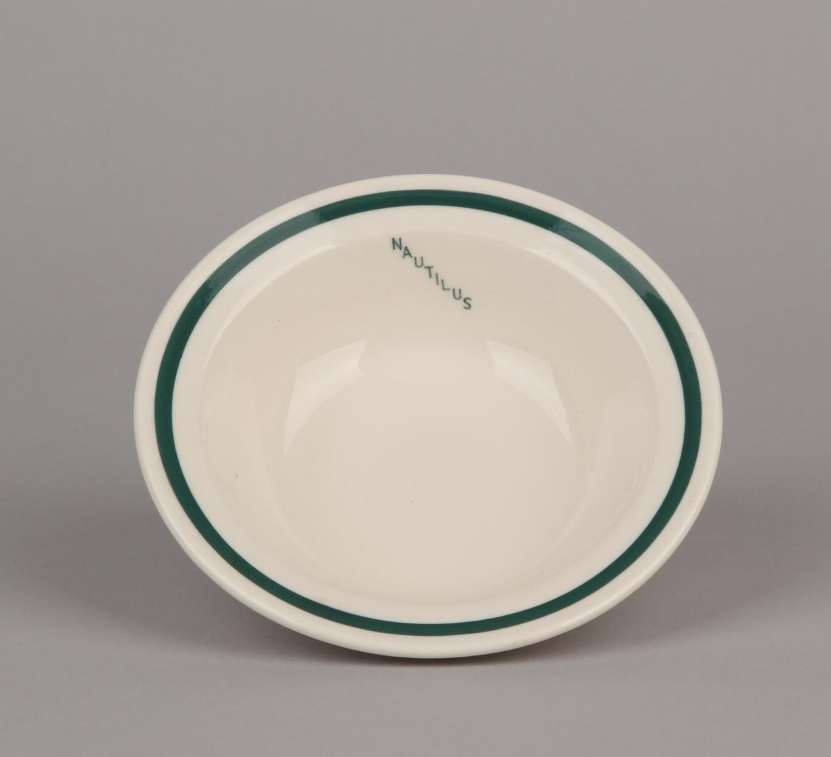 Liten porselens suppeskål med tekst NAUTILUS.