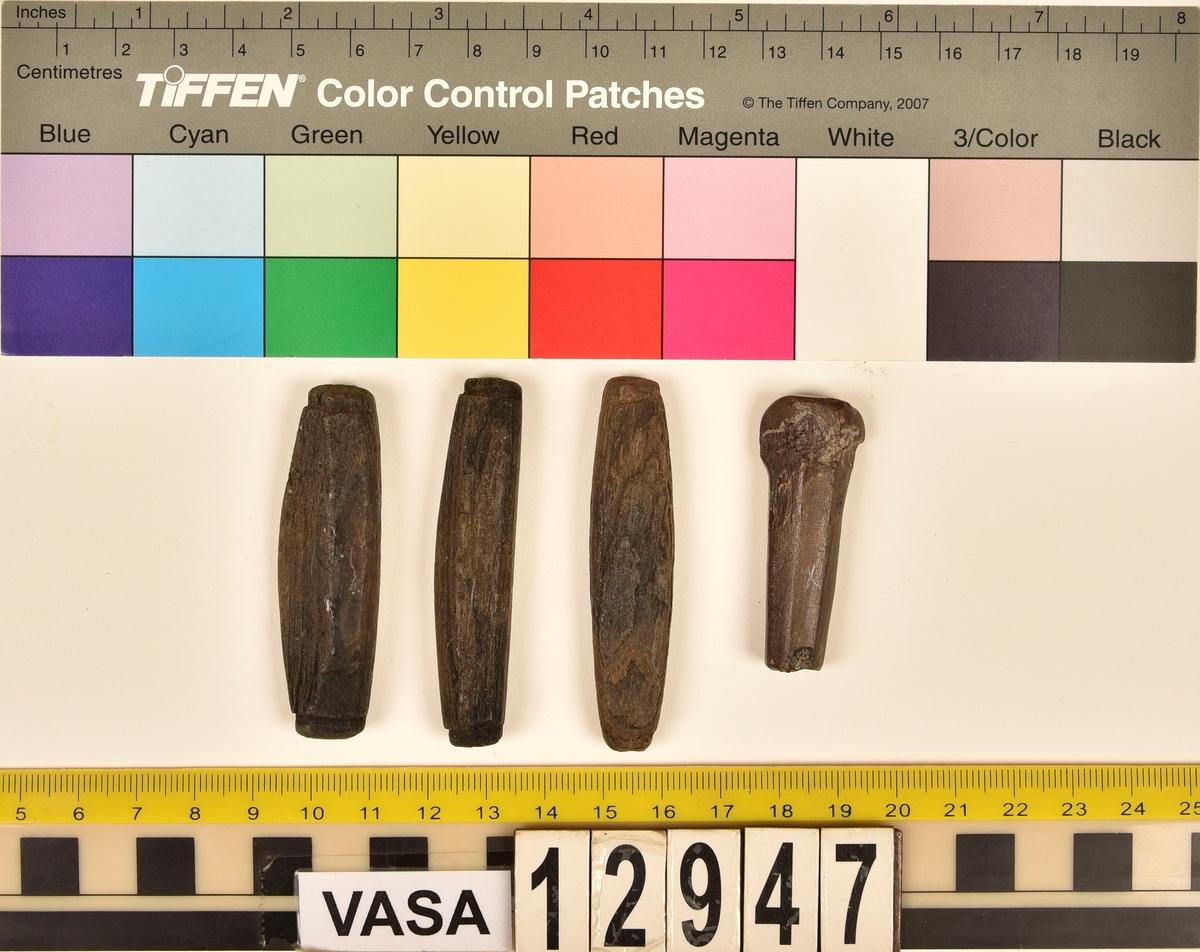Nätflöten. 4 st.  Tre stycken är av trä och ett är av ben.