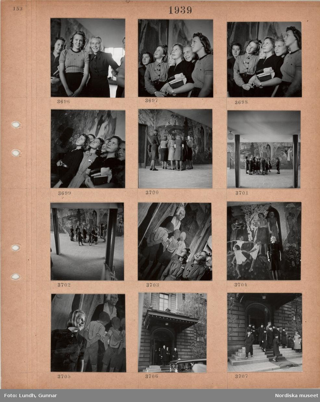 Motiv: Tonåriga skolflickor, hall med stor väggmålning, kolonner, grupp med skolflickor, skolflickor framför väggmålning, kung Gustav V kommer ut ur en stor byggnad, en bil med chaufför väntar, män i ytterrock och hög hatt, två militärer på yttertrappa med utrullad matta.