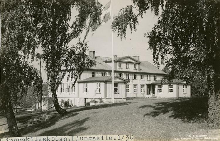 """Enligt Bengt Lundins noteringar: """"Ljungskileskolan. Ljungskile""""."""