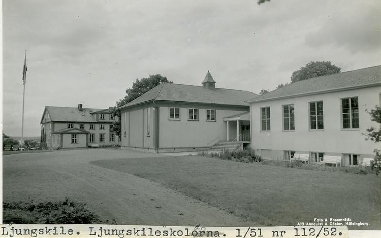 """Enligt Bengt Lundins noteringar: """"Ljungskile. Ljungskileskolorna""""."""