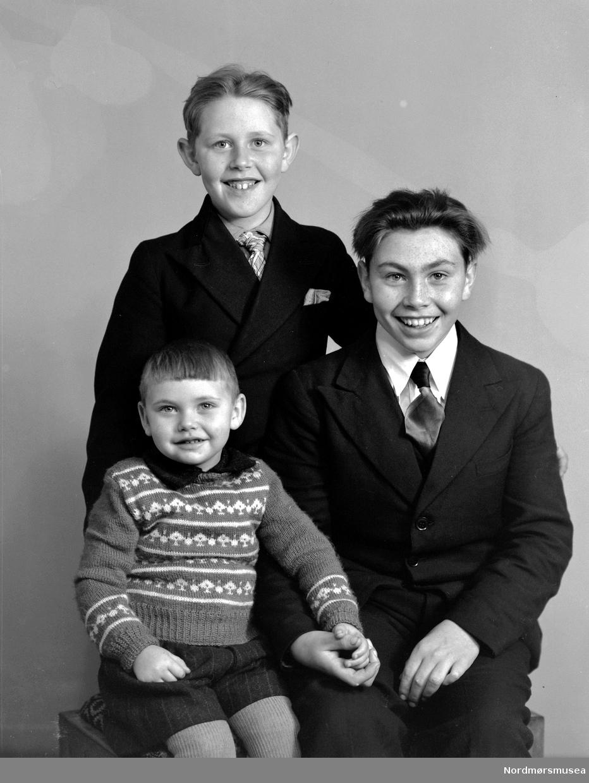 Magne, Martig og Paul Rotås. Gruppebilde av 3 brødre. Fra Nordmøre museums fotosamlinger (Halås-arkivet). (Reg: EFR2013/MBL2014.)