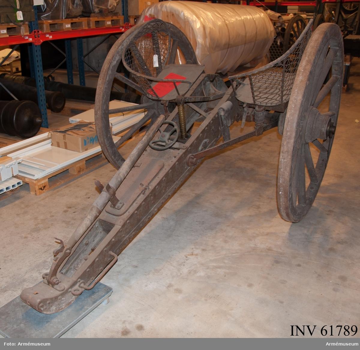 Grupp F I.   Märkt W.A.R 8:e 7 cm batt nr 4.  Hörde till Wendes artilleriregementes 8:e 7cm batteri och pjäsnumret var nr 4.